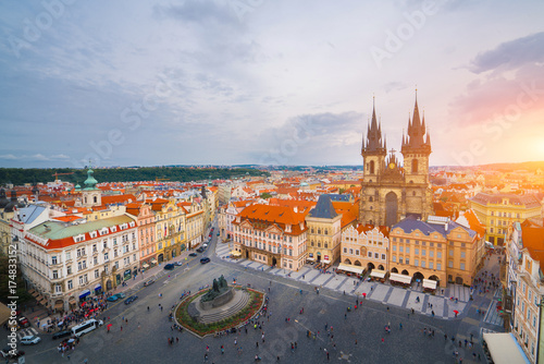 Plakat Piękny krajobraz stary miasteczko, Praga kasztel i Hradcany w Praga, Odgórny widok przy republika czech.