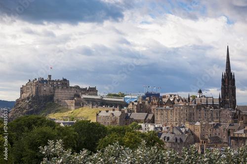 Plakat Widok linia horyzontu miasto Edynburg z Edynburg kasztelem na tle w Szkocja, Zjednoczone Królestwo