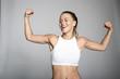 canvas print picture - Blonde sportliche junge Frau zeigt ihre bizeps