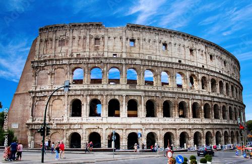 Zdjęcie XXL Colosseum sławny architektoniczny pomnikowy zakończenie w dniu. Rzym, Włochy.