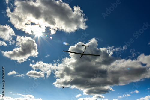 In de dag Luchtsport Sport aeroplane tow glider