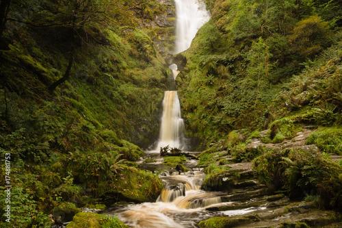Türaufkleber Wasserfalle Pistyll Rhaeadr Waterfall in North Wales United Kingdom