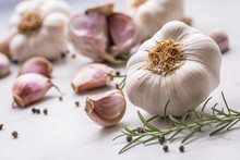 Garlic. Garlic Bulbs. Fresh Ga...
