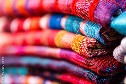 Poster Tissu Colorful, vibrant red, blue, purple scarfs for sale on traditional medina souk