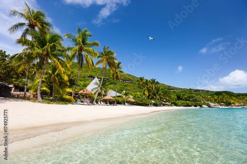 Cadres-photo bureau Caraibes Beautiful tropical beach at Caribbean