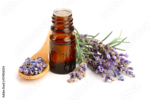 Fototapeta Bottle with aroma oil and lavender flowers isolated on white background obraz