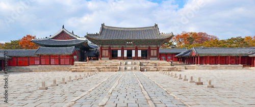 Fotografia  Panorama of Traditional Architecture in Changgyeonggung Palace in Seoul, South K