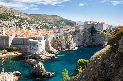 La pose en embrasure Fortification view of Fort Bokar, the city's ancient walls and the west harbor. Dubrovnik, Croatia