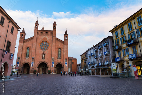 Photo Cathedral of Alba, city of wine and truffles in Piemonte Italy
