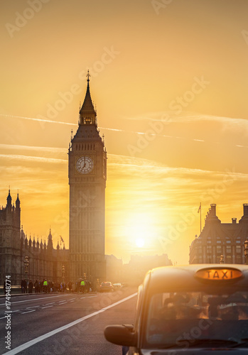 Der Big Ben in London, England, bei Sonnenuntergang Wallpaper Mural