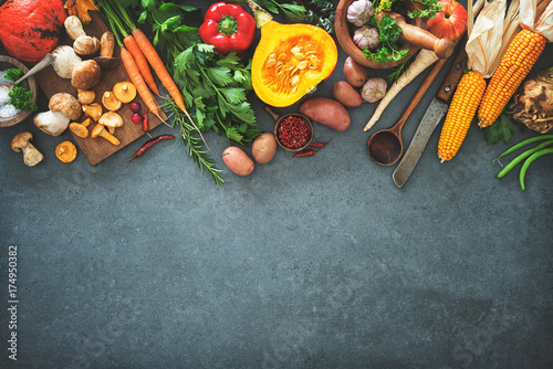 Fotografiet  Autumn vegetables ingredients for tasty Thanksgiving or Christmas dishes