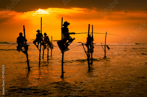 Fotomural Silhouettes of the traditional fishermen
