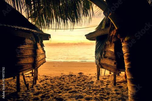 Fotografie, Obraz  samoa bungalow fale on beach during sunrise and lowtide