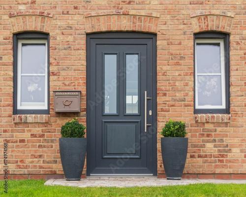 Fotografie, Obraz  Moderne Haustür eines Hauses
