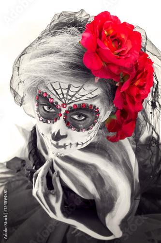 Plakaty piękna czaszka z kwiatem we włosach