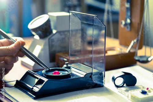 Valokuvatapetti Expert Gemologist evaluating precious gemstones in laboratory.