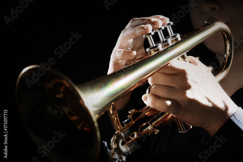 Fotoposter Muziek Trumpet instrument. Music player trumpeter jazz playing