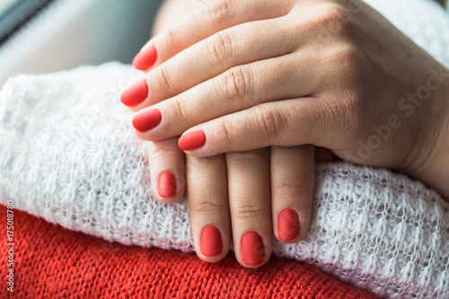 Obraz na płótnie Closeup photo of a beautiful female hands with red nails