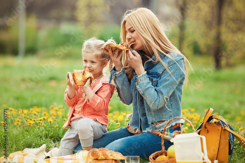Zdjęcie XXL Matka i córka w parku