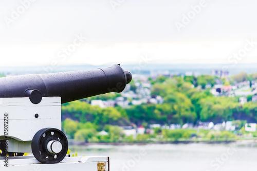 Zdjęcie XXL Armata w Quebec City, Kanada w plaines d'Abraham z widokiem na rzekę Świętego Wawrzyńca i miasto Levis