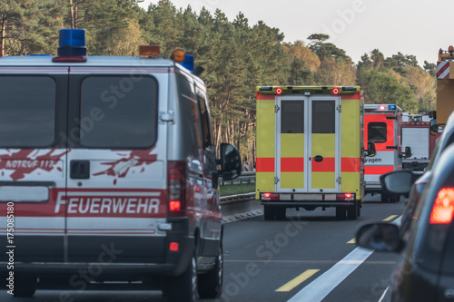 Photo sur Toile Pixel Rescue lane form for police and rescue vehicles. Traffic accidents and traffic jam on the highway,