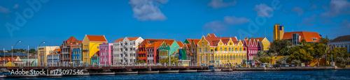 Willemstad Curacou kleurrijk skyline