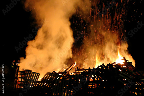 Fototapeta Downend, England - November 01, 2013: Bonfire night. The British festival is associated with the tradition of celebrating the failure of Guy Fawkes' action on 5 November 1605. obraz
