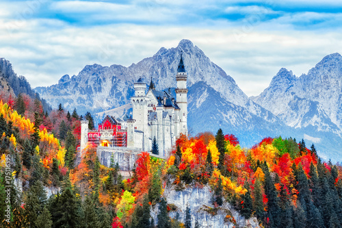 Keuken foto achterwand Kasteel Neuschwanstein medieval castle in Germany, Bavaria land. Beautiful autumn scenery of Neuschwanstein ancient castle circled by colorful tree, amazing seasonal fall scene. Famous and popular landmark.