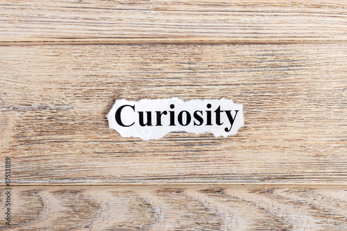 Fotografía  curiosity text on paper