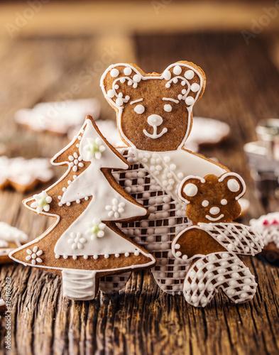 Zdjęcie XXL Boże Narodzenie. Piernikowa rodzina z choinki i bożych narodzeń ciastem