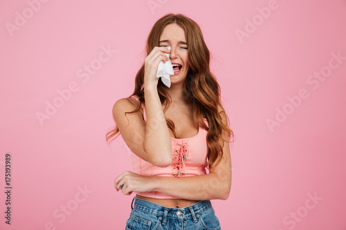 Fotografia Portrait of a sad young woman in summer clothes