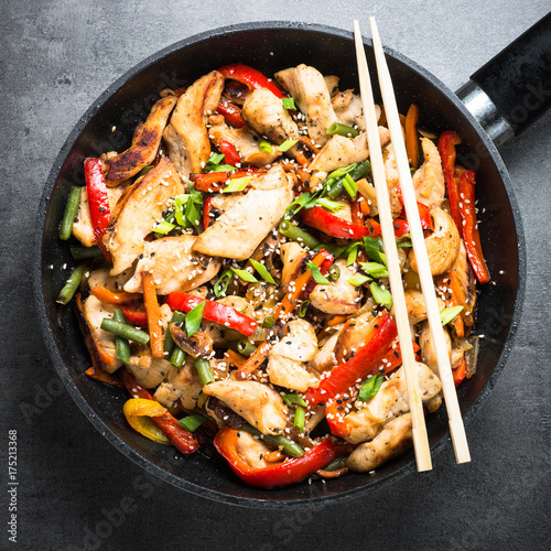 Photo sur Toile Plat cuisine Chicken stir fry with vegetables.