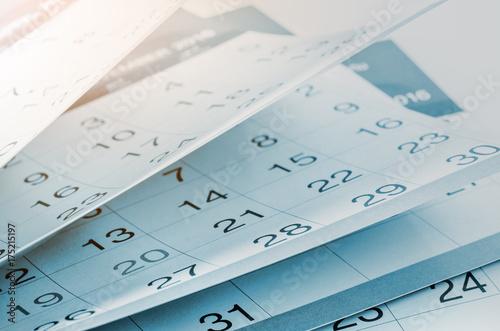 Fotografía  Months and dates shown on a calendar.