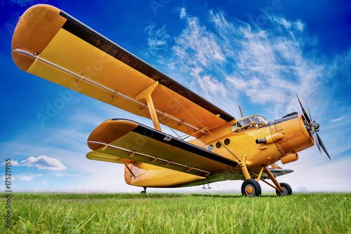 Photo biplane against a sky