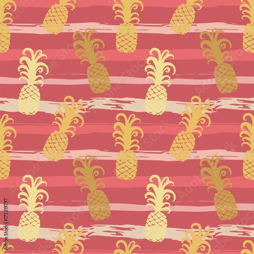 bezszwowy-wzor-z-ananasami-na-lampasach-w-grungy-stylu