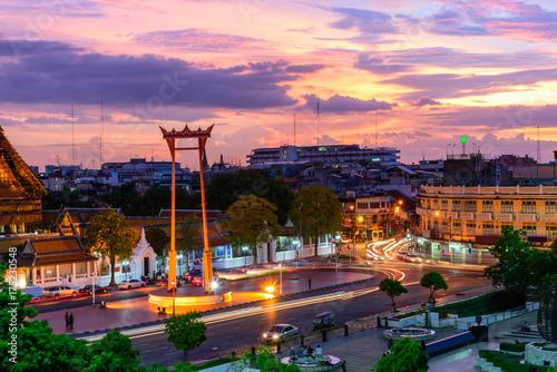 Photo  Giant swing landmark of bangkok city in sunset time / Sao Ching Cha landmark in