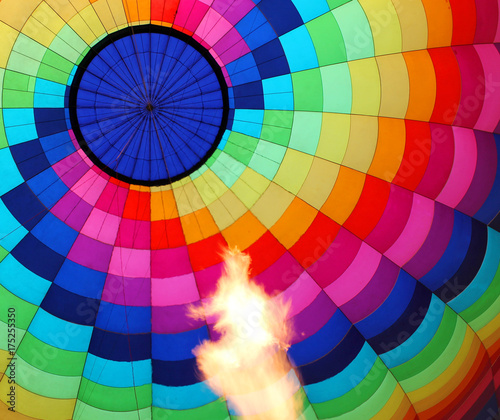 Zdjęcie XXL Balon na ogrzane powietrze z płonącym płomieniem