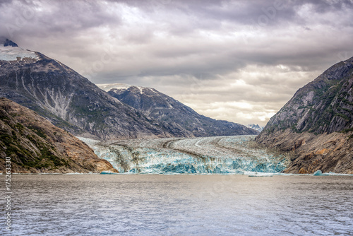 Staande foto Gletsjers Glacier and Mountains landscape in Juneau, Alaska with fog