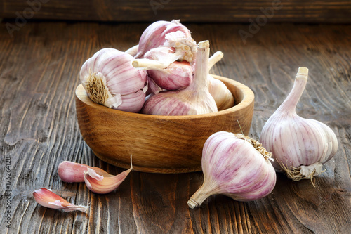 Garlic in a wooden bowl Canvas Print