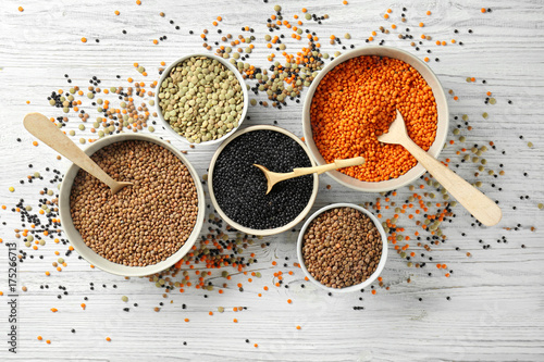 Cadres-photo bureau Graine, aromate Bowls with different types of lentils on wooden table