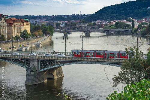 Plakat Widok z lotu ptaka Praga rzeka z mostami