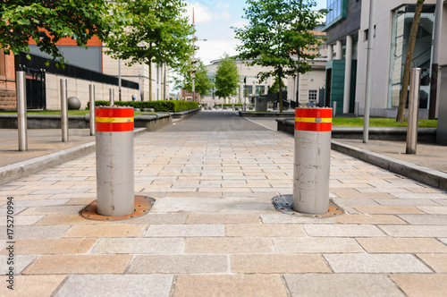 Cuadros en Lienzo Two rising bollards at the Laganside Courts, Belfast