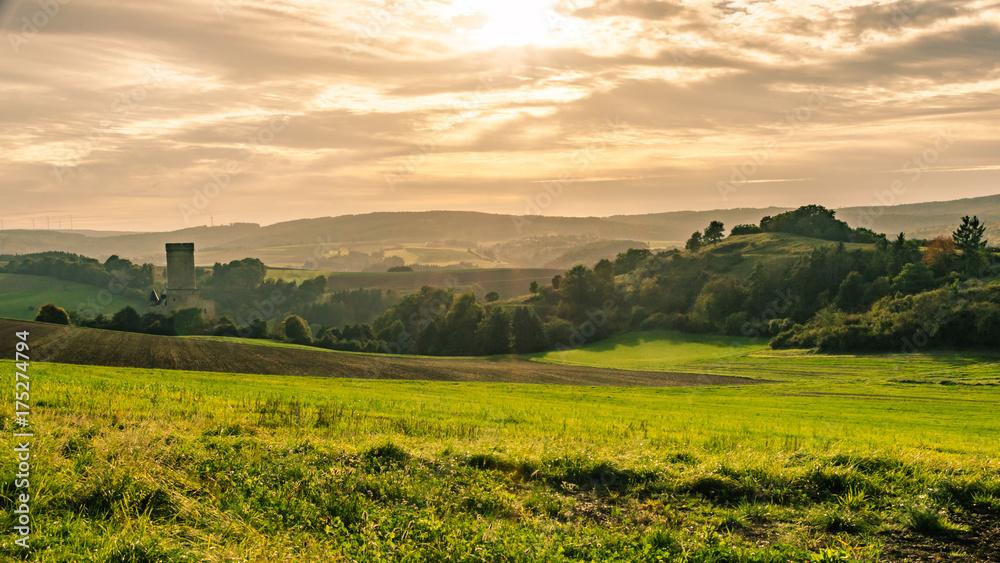 Fototapety, obrazy: Tal mit Blick auf Burg Schwalbach im Herbst