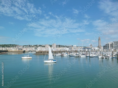 Canvas Prints Port Le Havre, port de plaisance avec des voiliers (France)