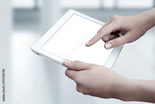 Zdjęcie XXL Kobieta trzyma cyfrową pastylkę. Na białym ekranie. Koncepcja Business Internet Technology