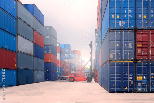 Fotografia  Reach stacker is working at container depot.