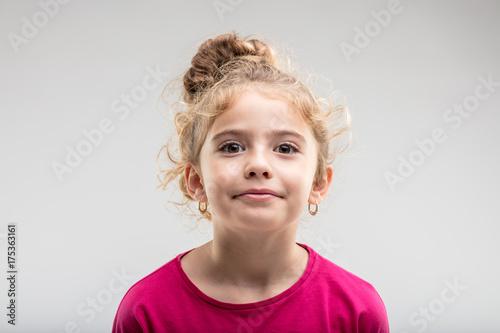 Fotografia  Portrait of young self-assured preteen girl