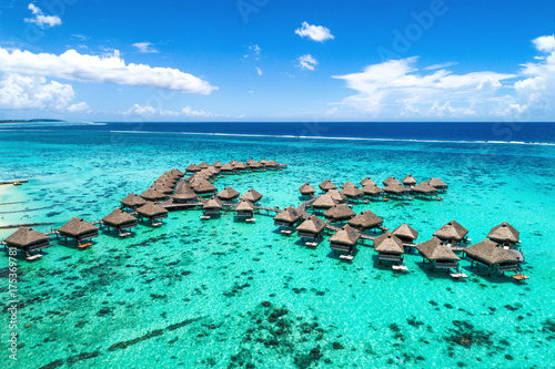 Foto op Plexiglas Oceanië Beach travel vacation Tahiti hotel overwater bungalows luxury resort in coral reef lagoon ocean. Moorea, French Polynesia, Tahiti, South Pacific Ocean.
