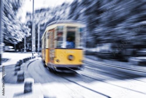 In de dag Milan Blurred movement of a Old vintage orange tram