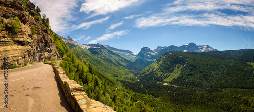 Valokuva  Going to the Sun Road with panoramic view of Glacier National Pa